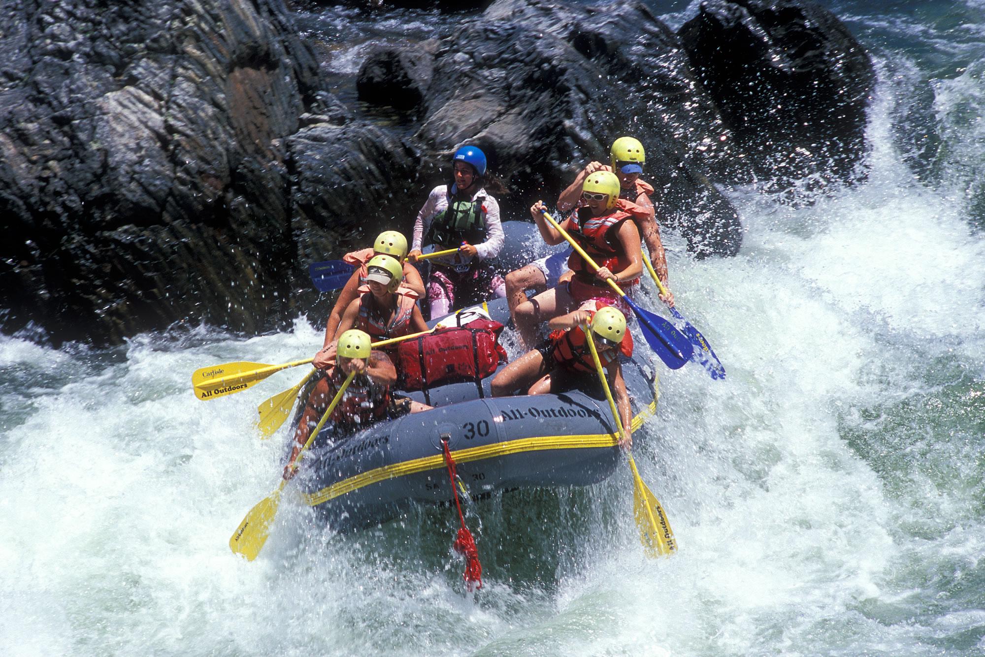 Rafting on Teesta