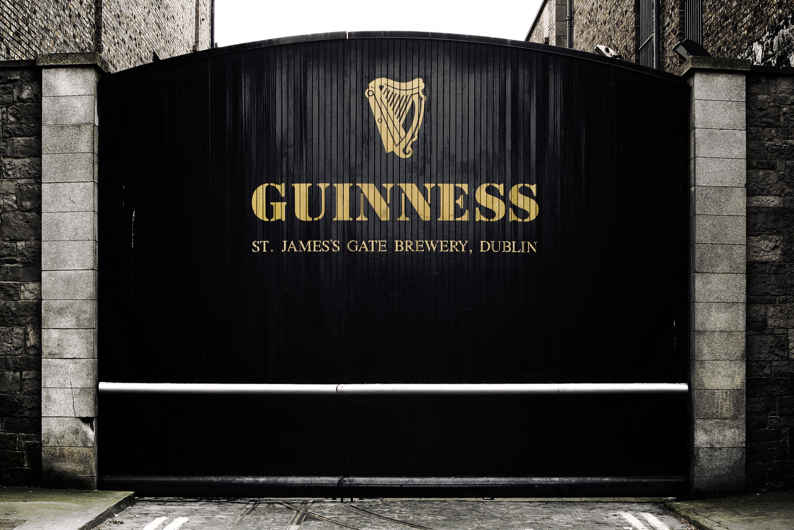 World 39 s most iconic booze trails travel blog for Guinness beer in ireland